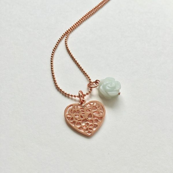 Lange ketting met jade hart bedel rosé goudkleurig