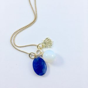 Lange ketting met kobalt blauw natuursteen maansteen lotus goud