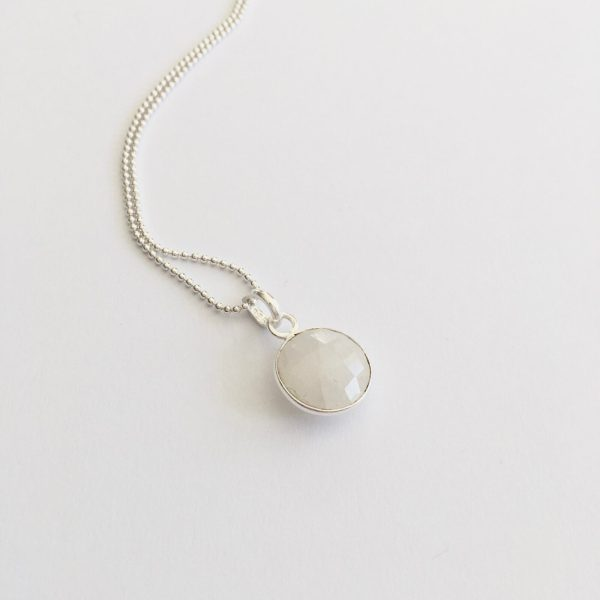 Lange ketting met maansteen hanger rond 925 zilver