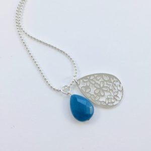 Lange ketting zilver 2 bedels jade bloem