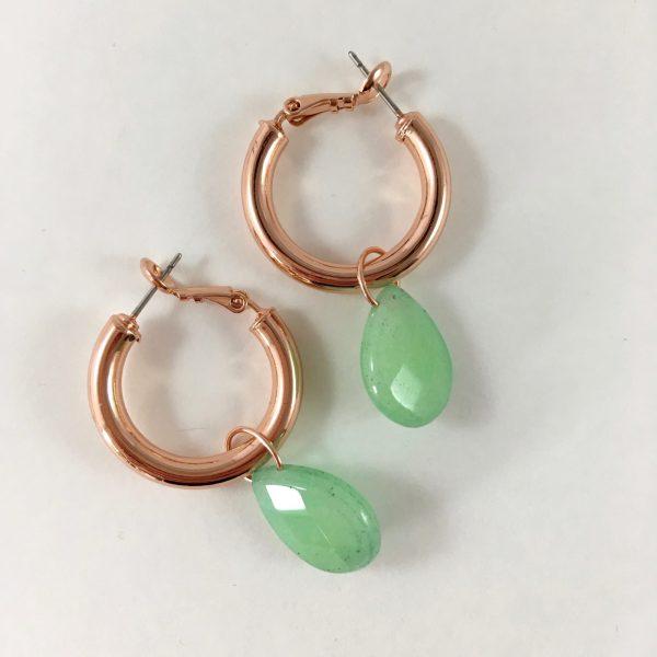 Oorringen met groene jade (rose goudkleurig