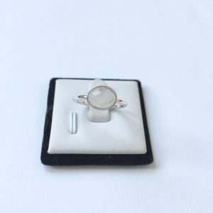 Ring met ovalen natuursteen zilver
