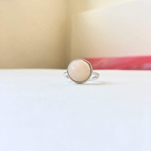 Ring met rozenkwarts bol zilver maat M 17 mm