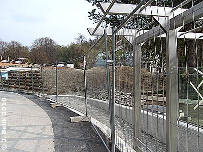 Der Hügel während der Bauphase, 9. April 2010