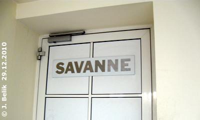 """Eingang zur Freiflughalle """"Savanne"""", 29. Dezember 2010"""