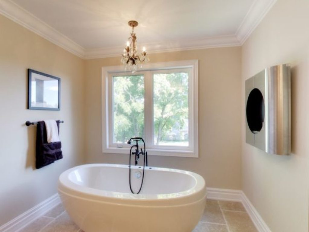 "Say ""ahhh"" in this fully detached tub."