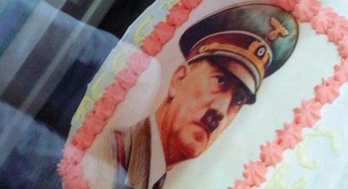 Nel giorno della Memoria, i quindicenni festeggiano con le torte di Hitler
