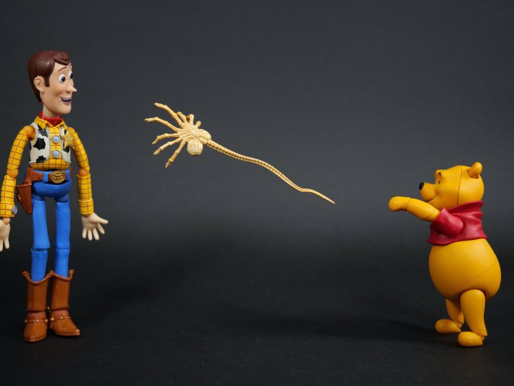 pooh infecting woody with xenomorph