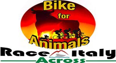 """Alla """"Race Across Italy"""" Paolo Barbon, il ciclista vegan che corre per gli animali"""