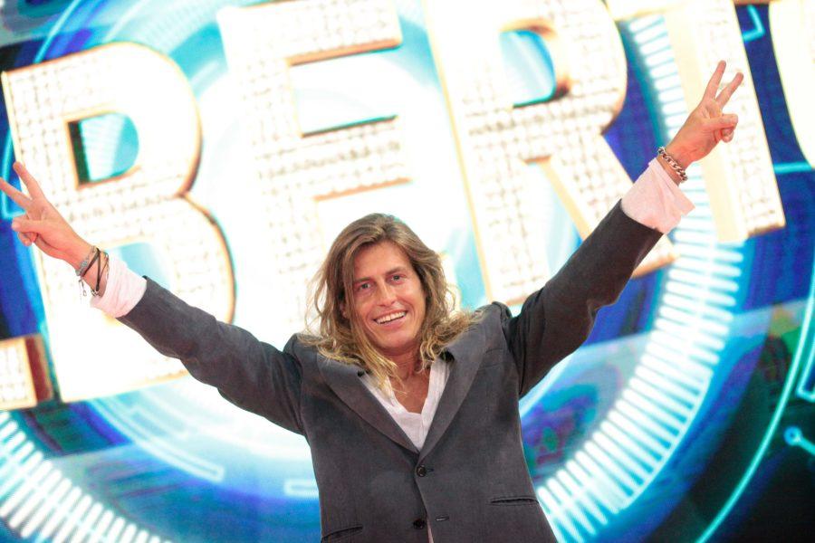 Alberto Mezzetti è il vincitore di Grande Fratello 15. Grande successo di ascolti