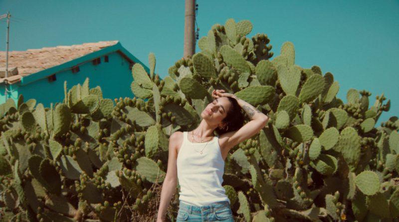 LO STRETTO NECESSARIO: il video del brano di LEVANTE con CARMEN CONSOLI