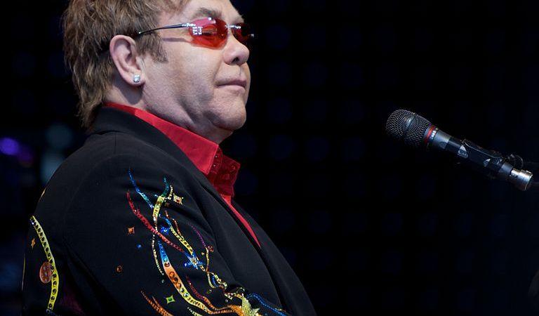 Elton John: Chiudete Internet!!