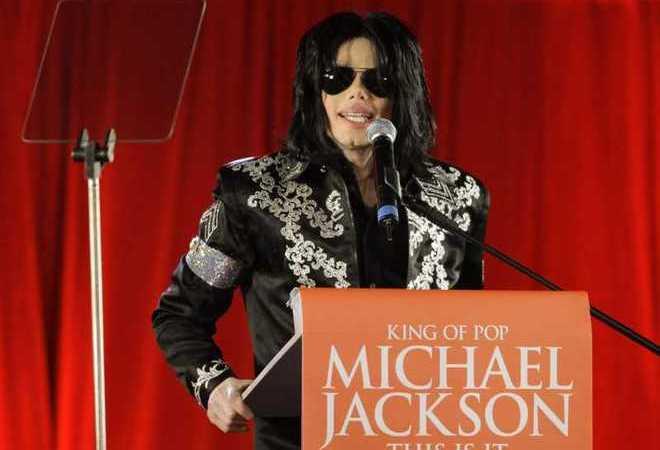 Muore Micheal Jackson a Los Angeles colpito da arresto cardiaco