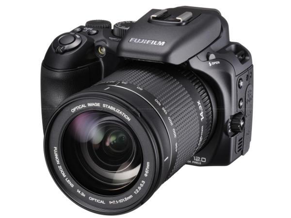 Fujifilm presenta la super-zoom FinePix S200EXR