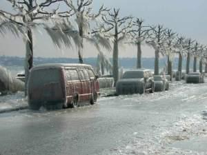 ghiaccio a ginevra sulle macchine spettacolare