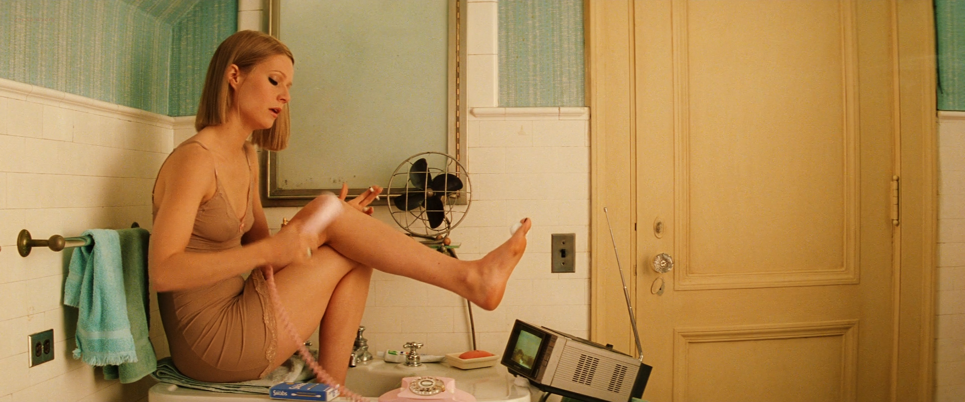 Gwyneth Paltrow sexy in lingerie - The Royal Tenenbaums (2001) hd720-1080p (6)