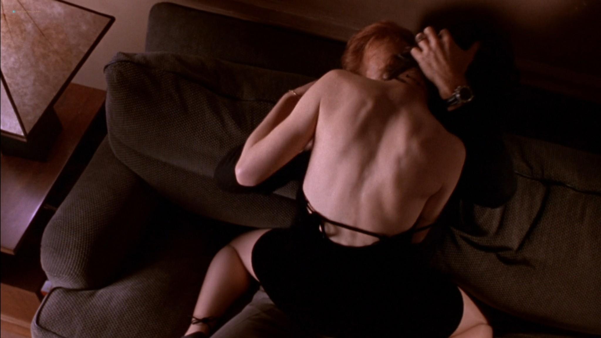 Linda Fiorentino nude Angie Everhart nude full frontal - Jade (1995) HD 1080p BluRay (7)