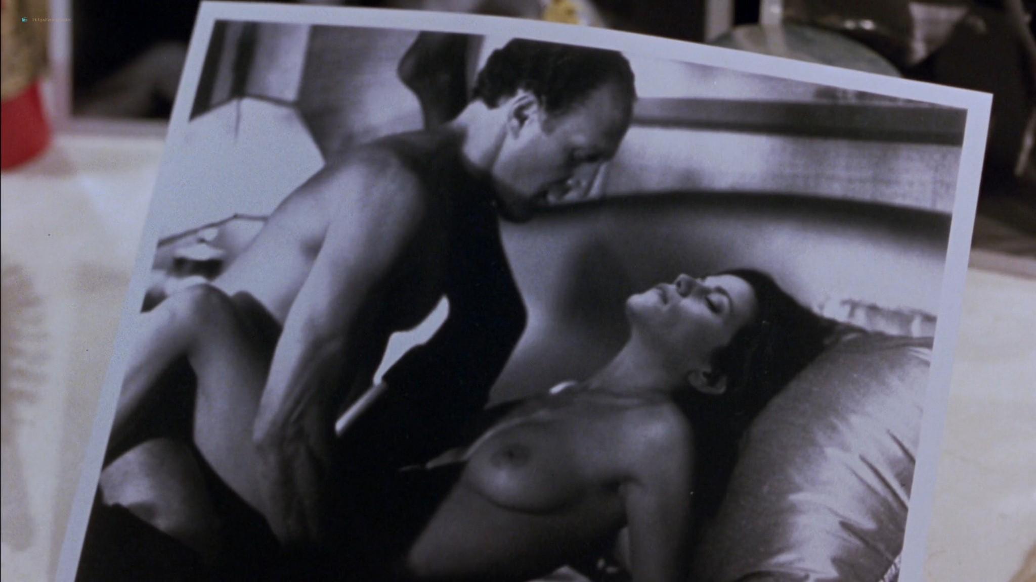 Linda Fiorentino nude Angie Everhart nude full frontal - Jade (1995) HD 1080p BluRay (2)