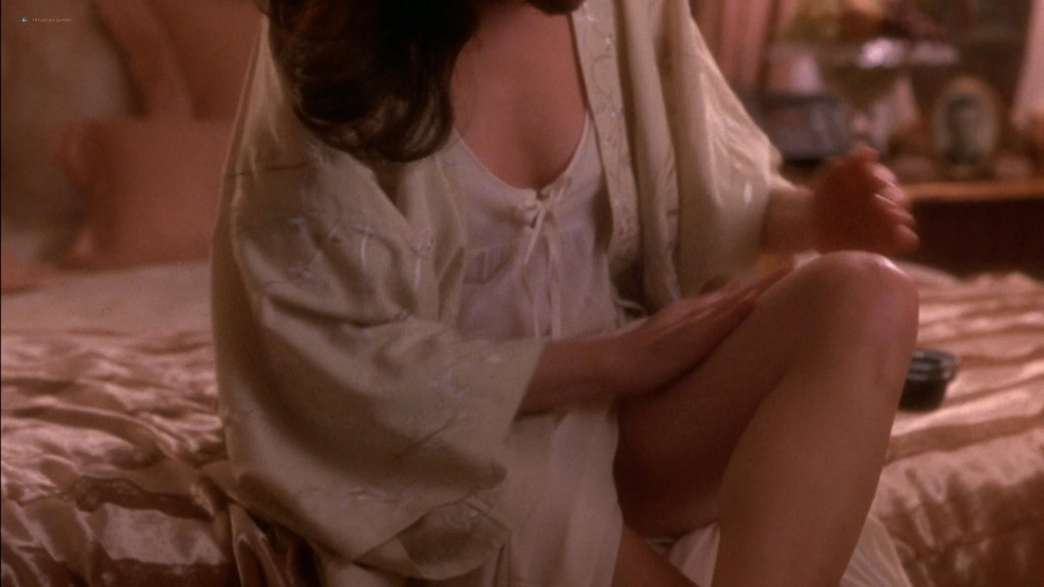 Linda Fiorentino nude Angie Everhart nude full frontal - Jade (1995) HD 1080p BluRay (16)