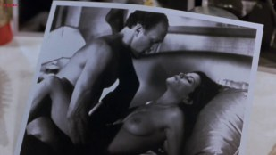 Linda Fiorentino nude topless and Angie Everhart nude full frontal  - Jade (1995) hd720p
