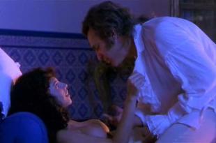 Maribel Verdu nude topless – Goya en Burdeos (1999)