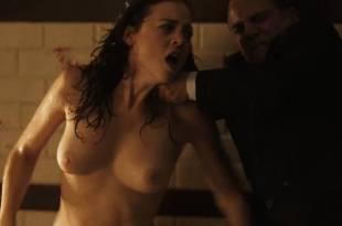 Leonor Watling nude - Película para no dormir: La habitación del niño (2006) hd720p (13)