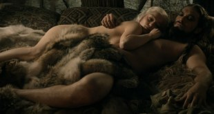 Emilia Clarke nude but covered and non accredited actress nude topless - Game of Thrones s01e03 hdtv720p