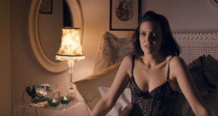 Mandy Moore hot while masturbating with cucumber - Swinging with the Finkels (2010)