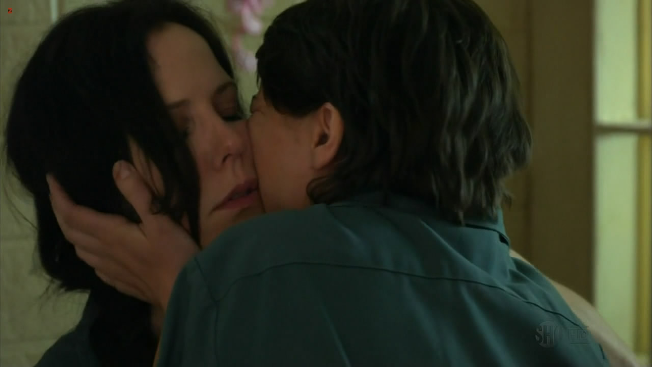 Mary-Louise Parker Hot In Lingerie And Mild Sex In - Weeds -5155