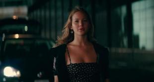 Jennifer Lawrence hot and sexy cleavage - The Beaver (2011) hd720p