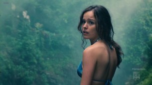 Allison Miller hot in bikini - Terra Nova s01e01 (2011) hd720p