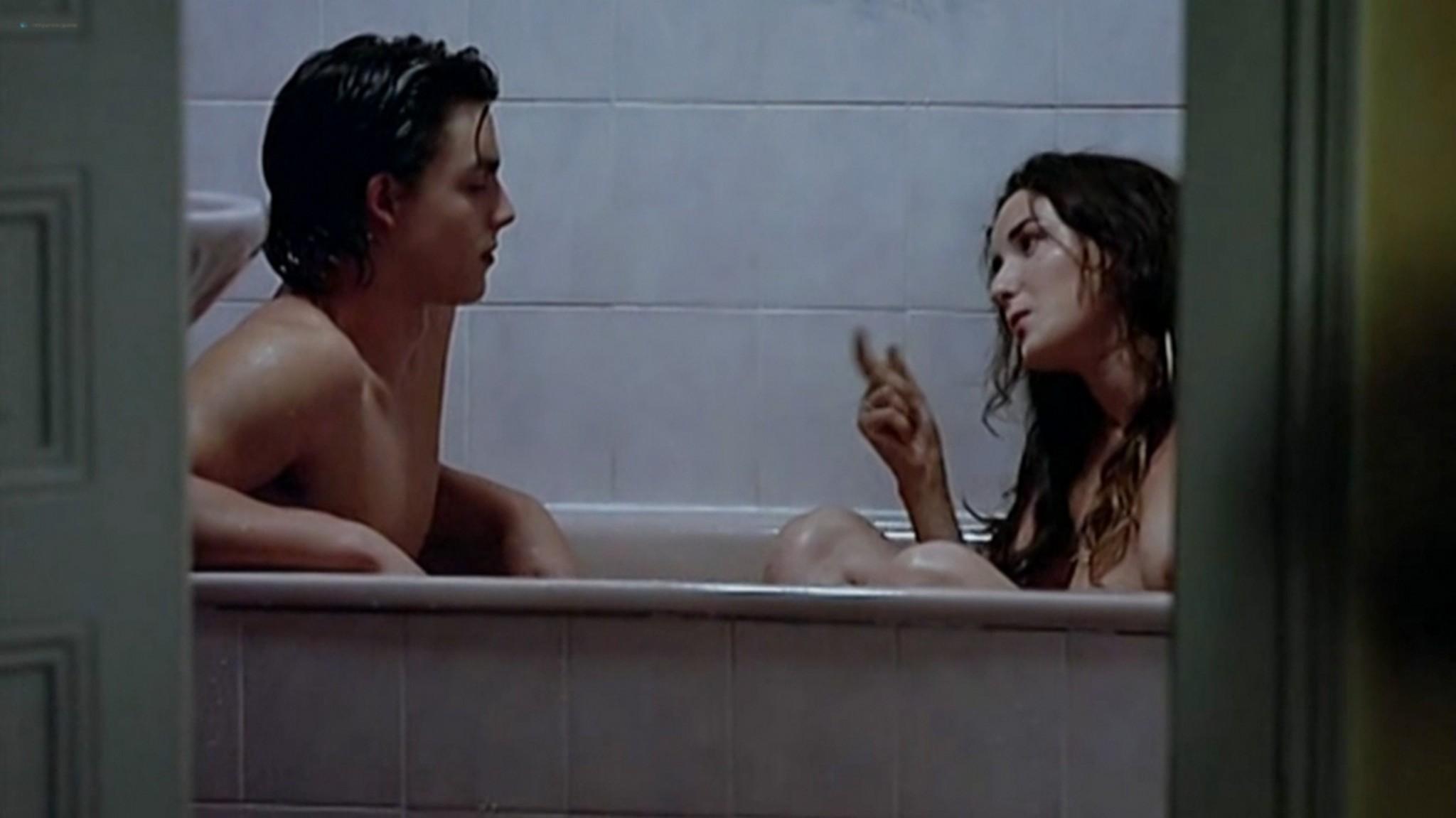 Salomé Stévenin nude full frontal, bush sex threesome - Douches Froides (FR-2005) (3)