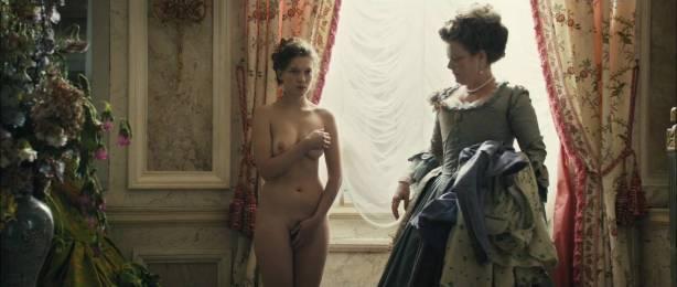 Léa Seydoux nude full frontal in -Les adieux à la reine (FR-2012) hd1080p