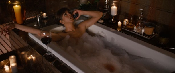 Jennifer Aniston sexy and very hot great cleavage and fine legs in - Horrible Bosses (2011) hd1080p (5)