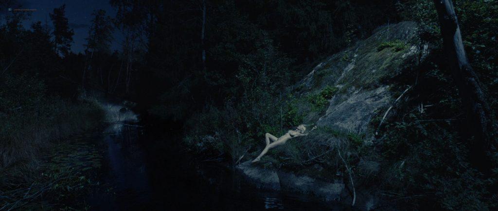 Kirsten Dunst nude topless in Lars von Trier's - Melancholia (2011) HD 1080p BluRay (6)