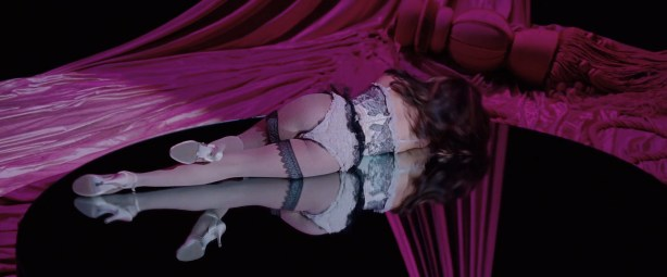 Penelope Cruz hot lingerie, Marion Cotillard and Fergie hot too - Nine (2009) HD 1080p BluRay (9)