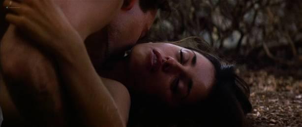 Penelope Cruz nude topless sex outdoors in - Captain Corelli' s Mandolin (2001) HD 1080p (1)