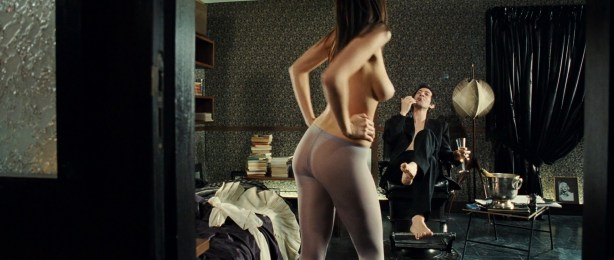 Laetitia Casta nude topless, Lucy Gordon hot, Ophélia Kolb nude - Gainsbourg Vie heroique (FR- 2010) hd1080p (31)