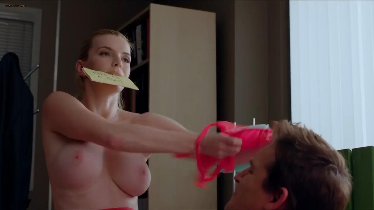 Betty Gilpin Tits