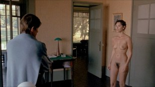 Mathilda May nude full frontal - Toutes peines confondues (1992)