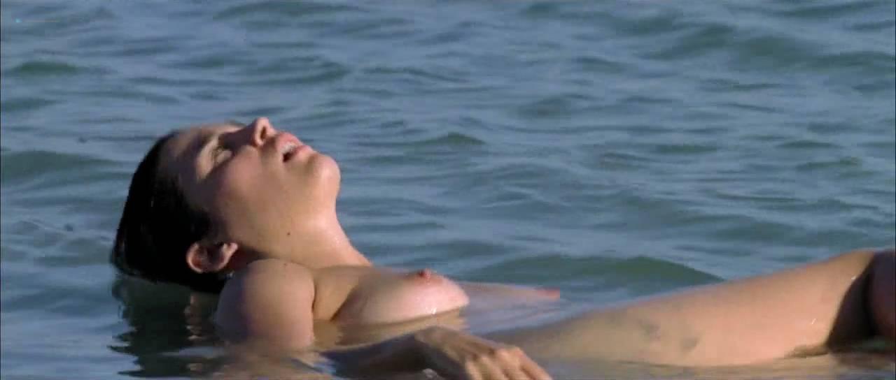 Vahina Giocante nude bush, boobs while skinny dipping - Paradise Cruise (FR-2013) HDTV 720p (5)