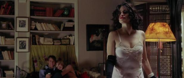 Charlize Theron hot and Penelope Cruz hot sex threesome - Head in the Clouds (2004) hd720p (1)