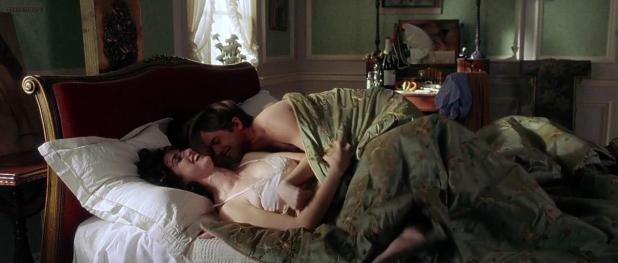 Charlize Theron hot and Penelope Cruz hot sex threesome - Head in the Clouds (2004) hd720p (8)