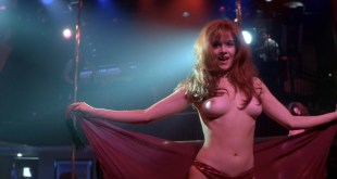 Penelope Ann Miller nude topless - Carlito's Way (1993) hd1080p (2)