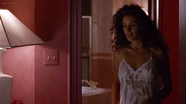 Julia Roberts nude nipple and hot - Pretty Woman (1990) HD 1080p BluRay (3)