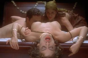Alyssa Milano nude topless Jennifer Tilly not nude but hot and Seana Ryan Sabrina Allen and Glori Gold all nude and hot sex – Embrace of the Vampire (1995) Blu Ray hd1080p