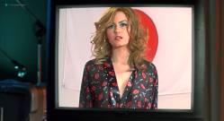 Elisha Cuthbert hot side boob Sung Hi Lee and Amanda Swisten nude topless - The Girl Next Door (2004) hd1080p (15)