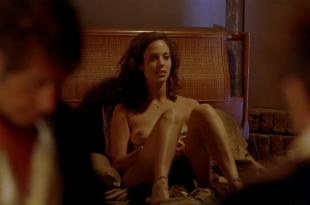 Elizabeth Berkley nude topless – Any Given Sunday (1999) hd1080p