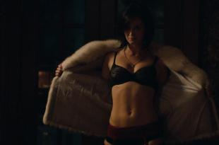 Emily Blunt hot in lingerie and brief nude butt – Arthur Newman (2013) hd1080p