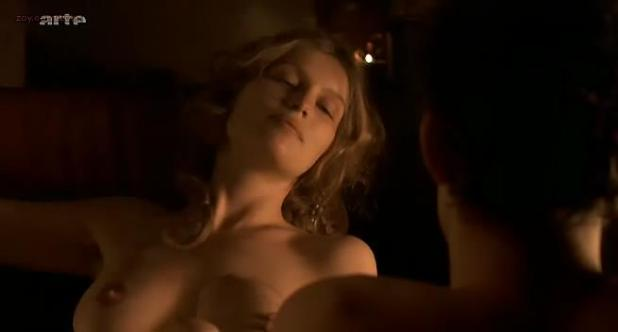 Laetitia Casta nude butt naked topless and hot sex - Nés en 68 (2008)